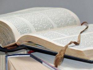 Klassisches Lektorat: Korrektur und Überarbeitung von deutschen Manuskripten